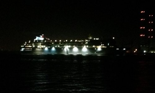 One of the last to go, cruise ship Braemar off Gravesend at 0220 on Wednesday
