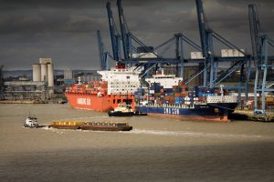 Container ships discharge in London
