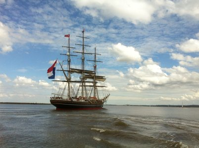 Pilot Stafford safely aboard, Stad Amsterdam heads for home.
