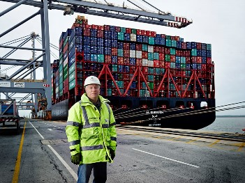 New Year's world record breaking ship arrives at DP World London Gateway Port
