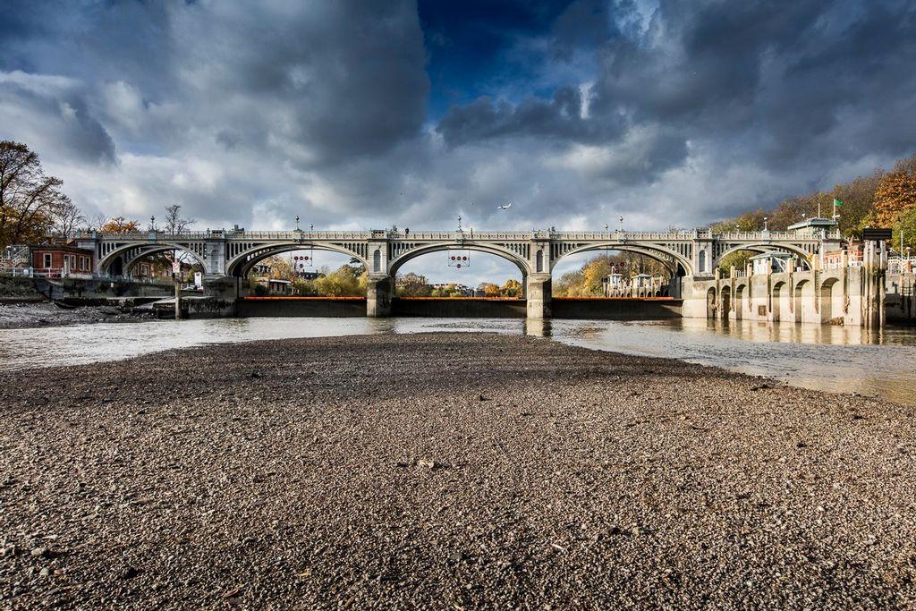 Richmond Lock and Weir 125th birthday refurbishment underway