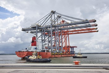 Enormous cranes brought up the River Thames for third berth at UK's new logistic